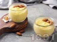 Домашен ванилов крем с прясно мляко, жълтъци и царевично нишесте